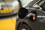 Nabíjení elektromobilu v podzemní garáži