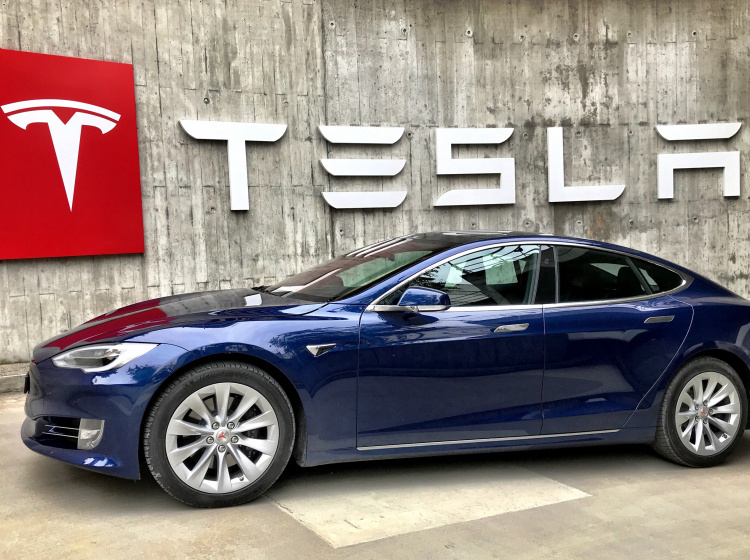 Automobilka Tesla - největší výrobce elektromobilů