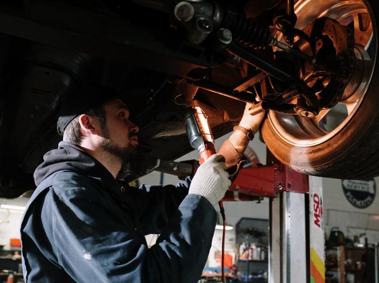 Kontrola vozidla automechanikem