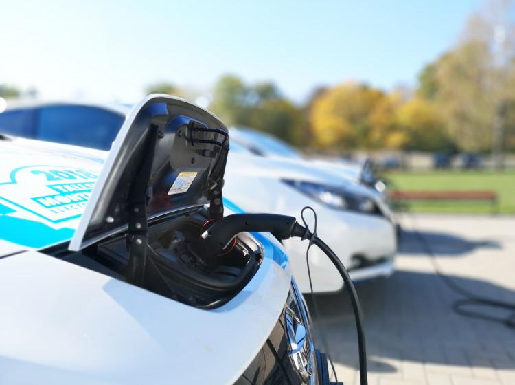 Dobíjení baterií elektromobilu Nissan
