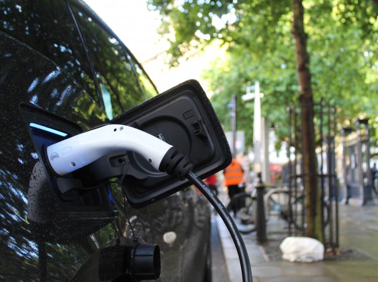Nabíjení elektromobilu ve Velké Británii