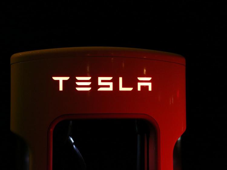 Rychlonabíječka Tesla