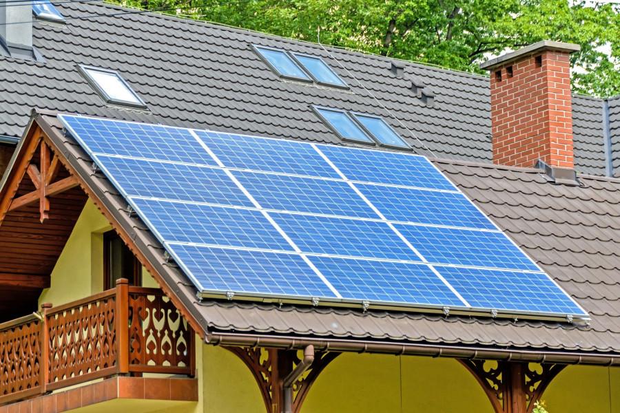 Solární panely na střechách domů už dnes nejsou ničím vyjímečným