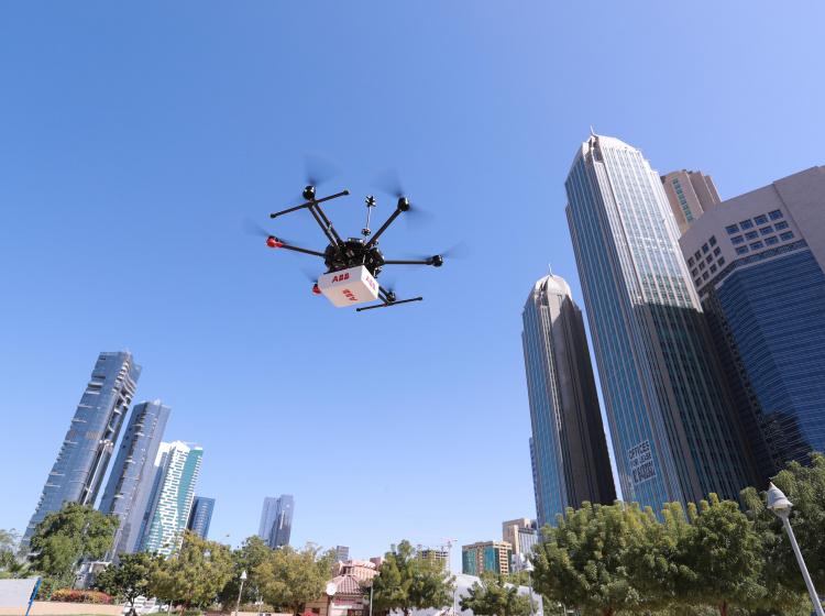 Dron ABB se zařízením pro detekci plynu
