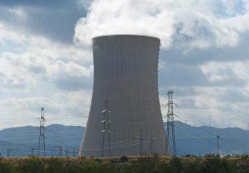 Chladící věž jaderné elektrárny