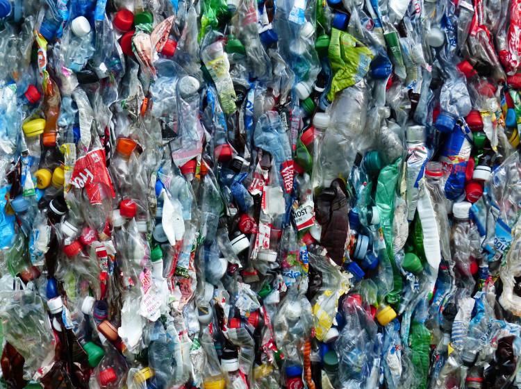 Plastové PET lahve určené k recyklaci