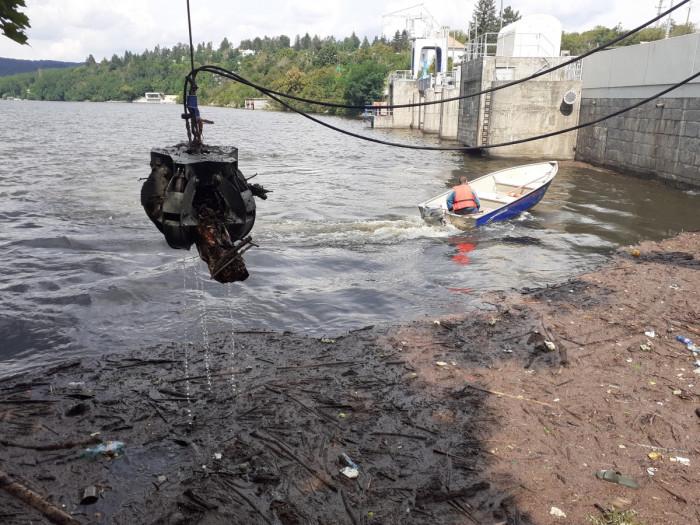 Odstraňování náplavy z vodní nádrže