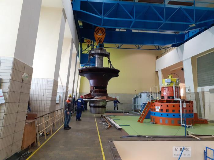 Stará turbína elektrárny Slapy