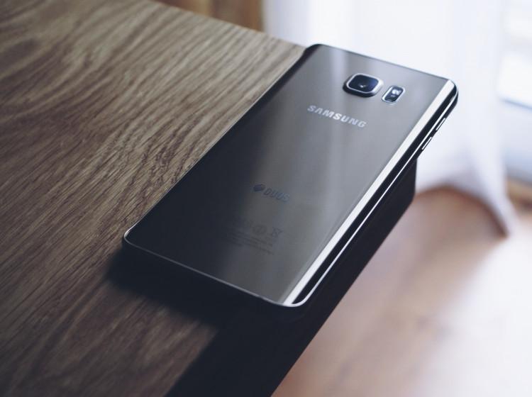 Mobilní telefon Samsung